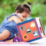 赤ちゃんがおもちゃに触れる重要性とは?選ぶ際のポイントも紹介