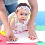 赤ちゃんの手形を取るベストなタイミングとは?上手に取るためのコツも紹介