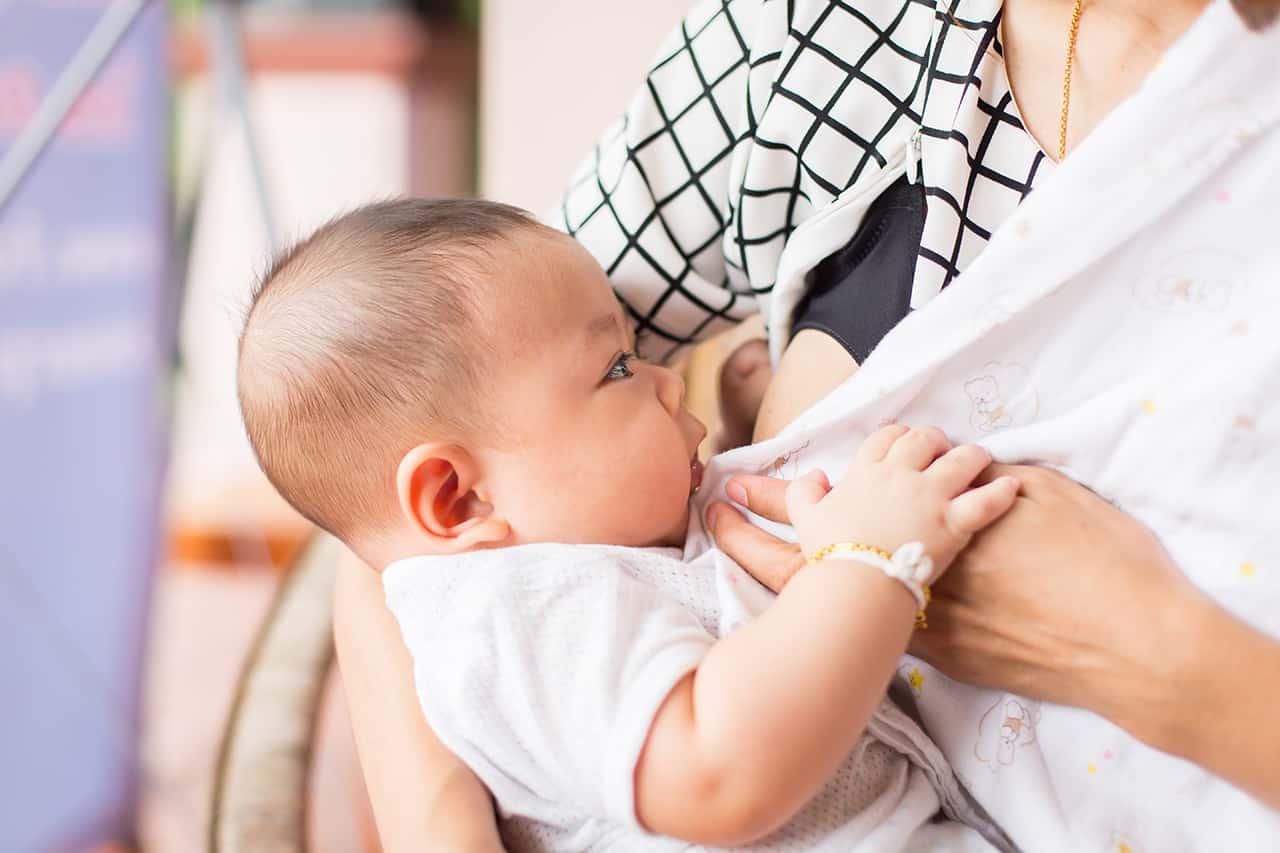 うなる 4 ヶ月 赤ちゃん