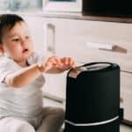 赤ちゃんのいる家庭で加湿器を使うメリットとは?選び方や使用する際の注意点も紹介