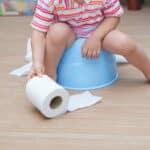 母乳で育てている赤ちゃんが便秘になる原因や解消法とは?