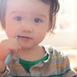 赤ちゃんの歯磨きはいつから始める?歯磨きのポイントや歯磨き嫌いの克服法も解説