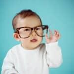 赤ちゃんの視力はどれくらい?視力の発達を月齢別にチェック