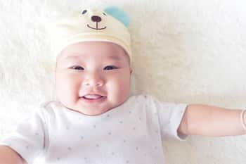 赤ちゃんの寄り目は自然に治る?治療が必要なケースとは