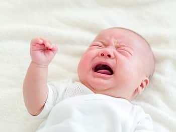 夜中も起きてしまう赤ちゃんのお世話のため