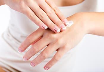 金属アレルギーを意識した結婚指輪対策方法